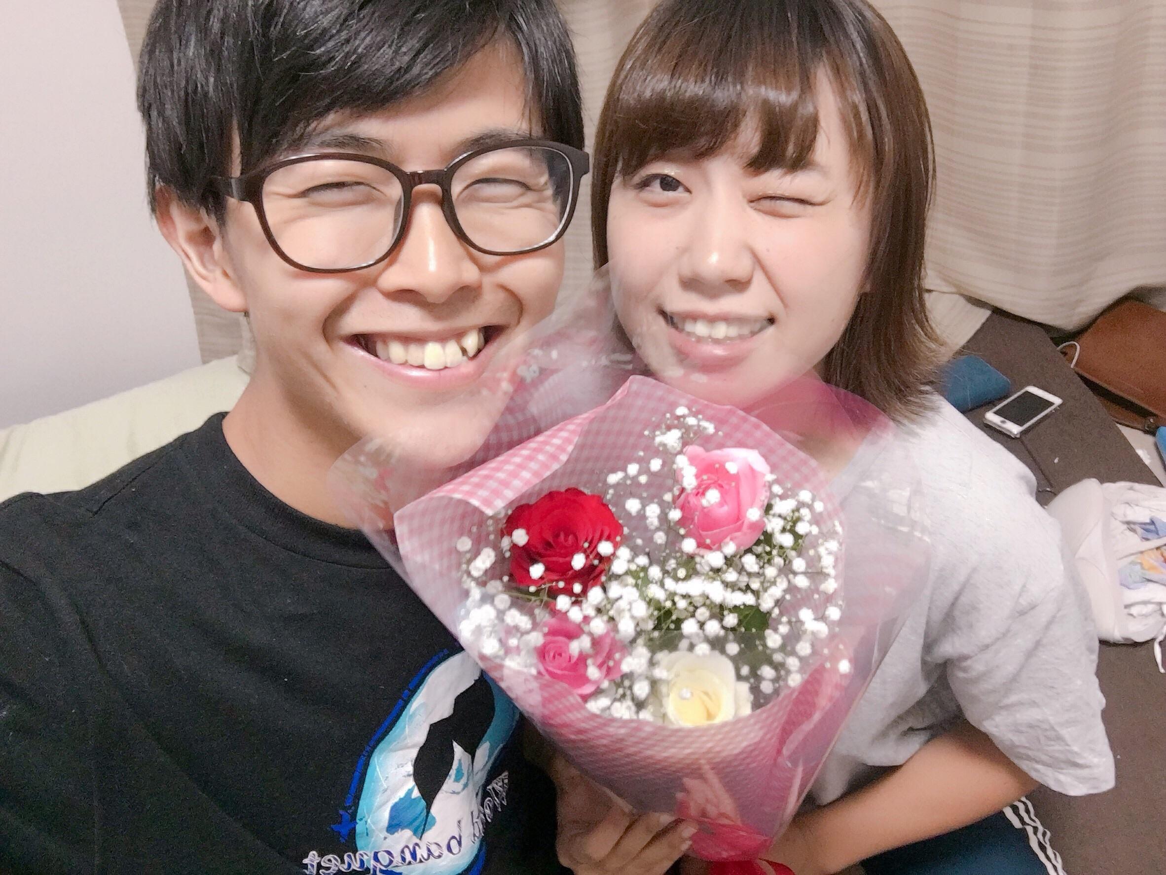 【サプライズ】彼女にバラをプレゼントしてみた【なんでもない日】
