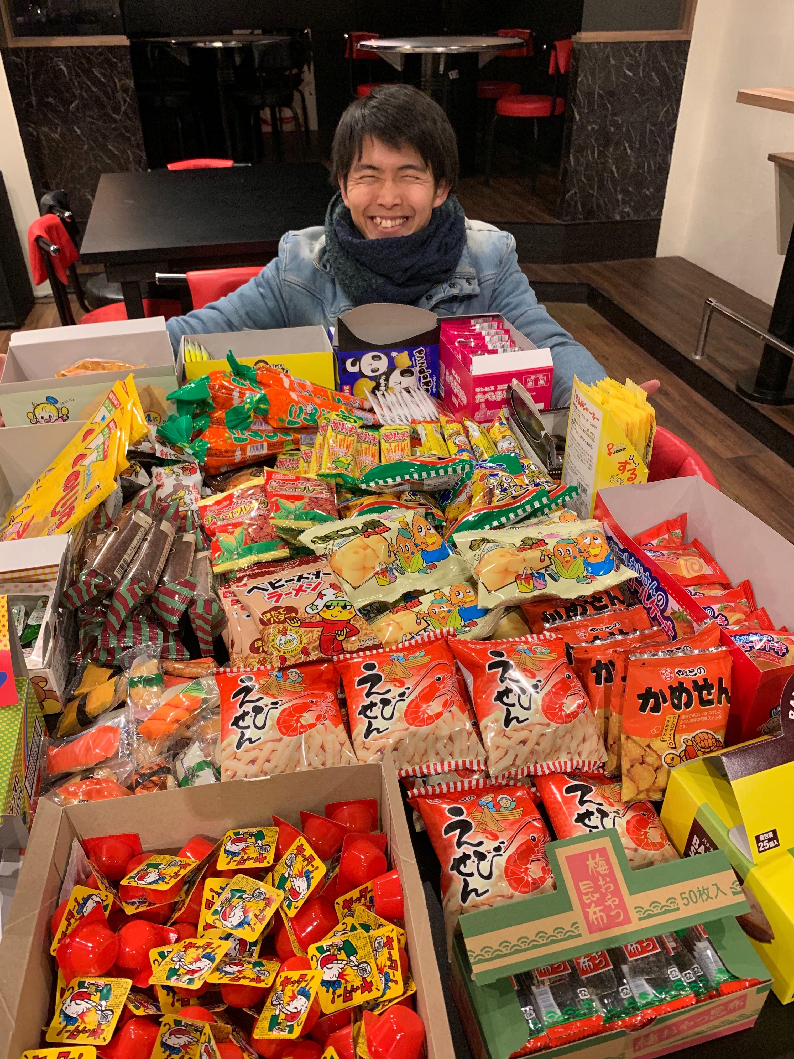 名古屋大須の「あのおかしカフェ&バー」感想口コミ評価!駄菓子食べ放題でボードゲームも!「オーナー加藤大典」